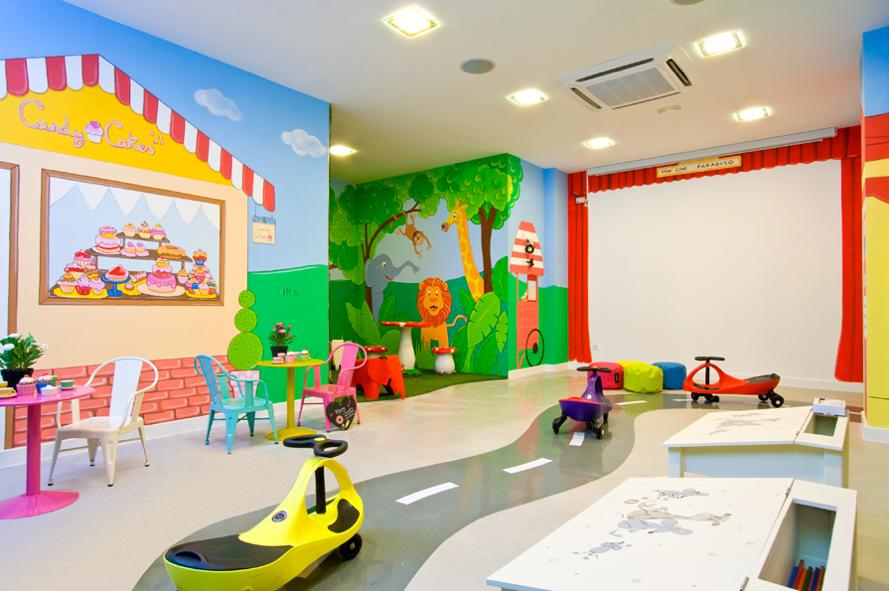 Murales infantiles murales pintados a mano sobre paredes for Decoracion de espacios de preescolar